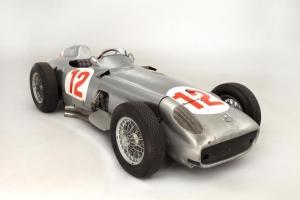 Mercedes-Benz de Fangio vendido por 22,7 milhões de euros