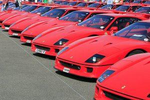 Número recorde de 60 Ferrari F40 reunidos em Silverstone