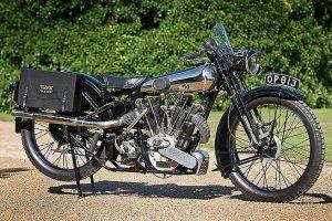Duas importantes motos britânicas leiloadas em Londres