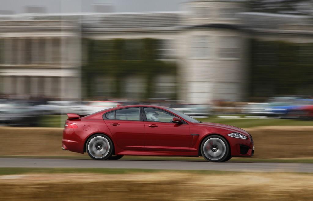 Jaguar XFR-S em acção