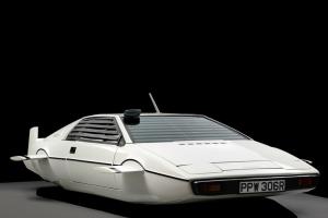 """Lotus Esprit """"Submarino"""" de James Bond em leilão"""