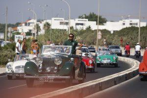 Desfile pela Avenida Marginal em Cascais reuniu mais de 400 Veículos Antigos e Clássicos