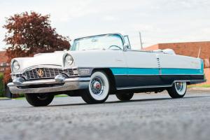 Packard Caribbean Convertible em leilão