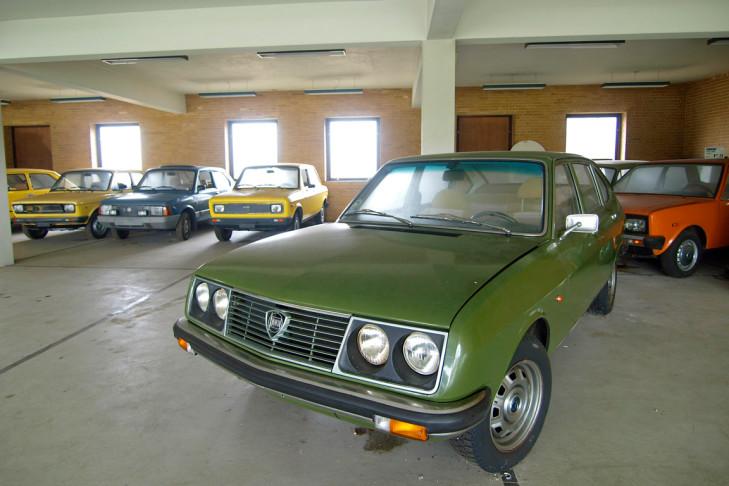 Concessionário vende automóveis com 30 anos, mas 0 km