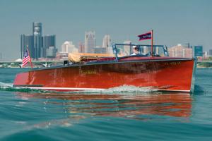 RM Auctions leiloa Gar Wood 28′ Triple Cockpit Runabout