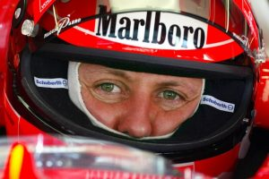 Michael Schumacher sai do hospital
