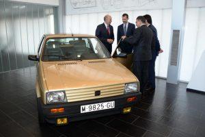Rei de Espanha presenteado com o seu primeiro carro (com Vídeo)