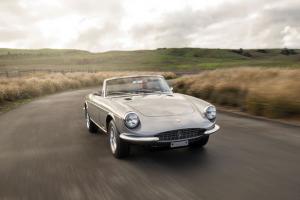 Ferrari 365 GTS by Pininfarina vendido por cerca de três milhões de euros