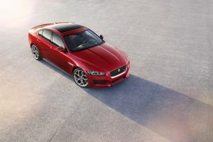 "Jaguar XE eleito ""Most Beautiful Car of 2014"" em Paris"