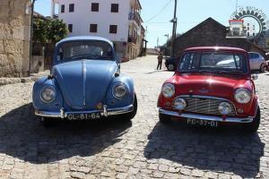 Automóveis clássicos reunidos em Castelo Novo