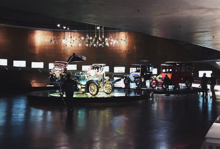 Os registos de uma noite no Mercedes-Benz Museum
