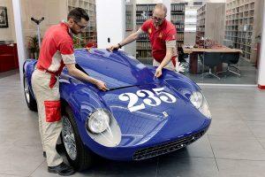 O restauro completo do Ferrari 500 Mondial Spider PF (com Vídeo)