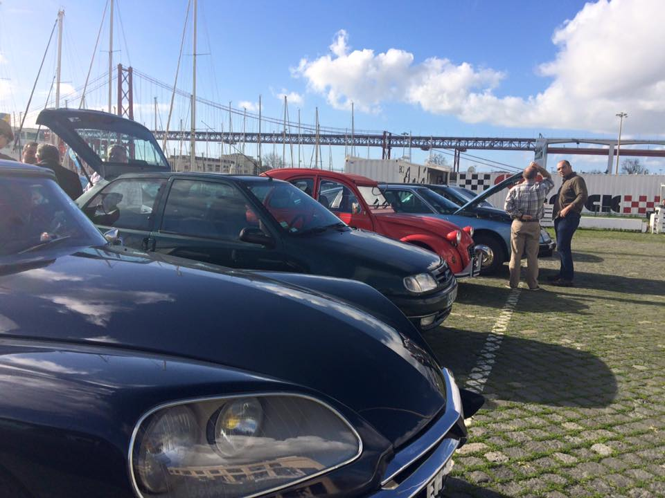 Clube Citroën Clássicos de Portugal com café e feira de trocas animados