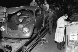 Lançamento de um ícone: o primeiro VW Beetle saiu da linha de produção há 70 anos
