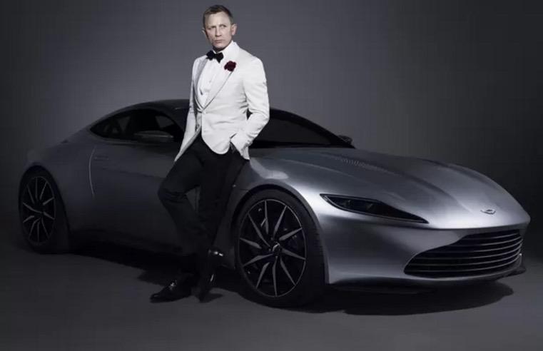 Aston Martin do último James Bond vai a leilão