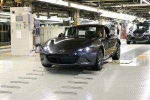 Mazda inicia produção do Mazda MX-5 RF