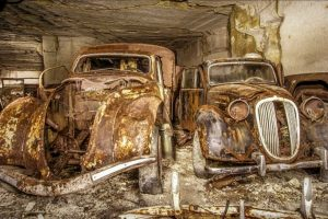 Encontrados automóveis escondidos numa pedreira há 70 anos