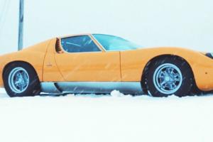A destreza do Lamborghini Miura na neve