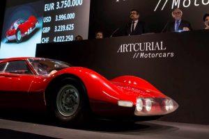Protótipo Ferrari Dino 206 vendido por 4.4 milhões de euros