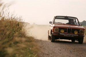 Este BMW 2002 Touring de 1972 é perfeito para passear no campo