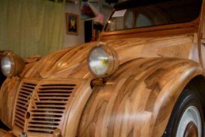 Francês constrói Citroën 2CV totalmente em madeira