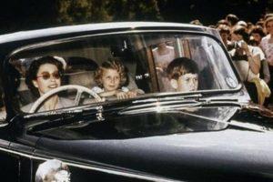 A extraordinária colecção de automóveis da rainha Isabel II