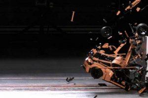 Porsche 911 de Lego destruído em crash test