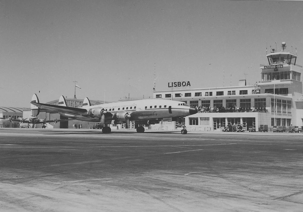 Um avião Super Constellation no Aeroporto de Lisboa