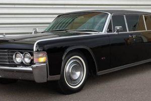 Viagem no tempo com a limousine Lincoln Continental de Steve McQueen