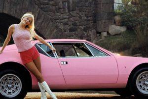 As coelhinhas da Playboy e os seus automóveis