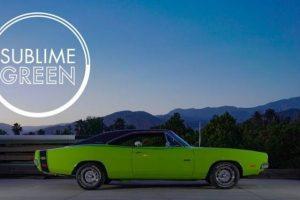 Um Dodge com um verde sublime