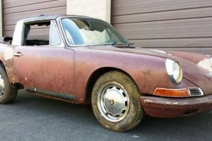 Encontra-se à venda um Porsche 911 Targa de 1968