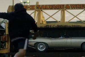 O anúncio da Nike que ia esmagando um Jaguar E-Type