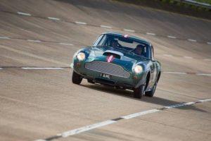 A fúria do Aston Martin DB4 GT