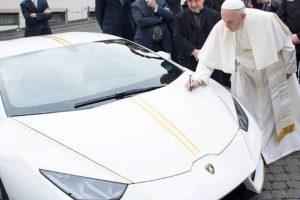 Lamborghini Huracán oferecido a Papa Francisco vai a leilão