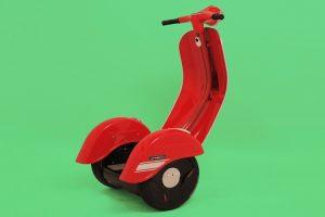 Zero Scooter: a combinação de uma Vespa com um Segway