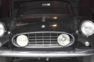 Ferrari 250 GT Ellena de 1957 esquecido em garagem