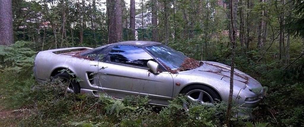 A incrível história do Honda NSX abandonado numa floresta