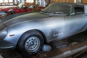 Ferrari e Cobra: três milhões de euros esquecidos numa garagem