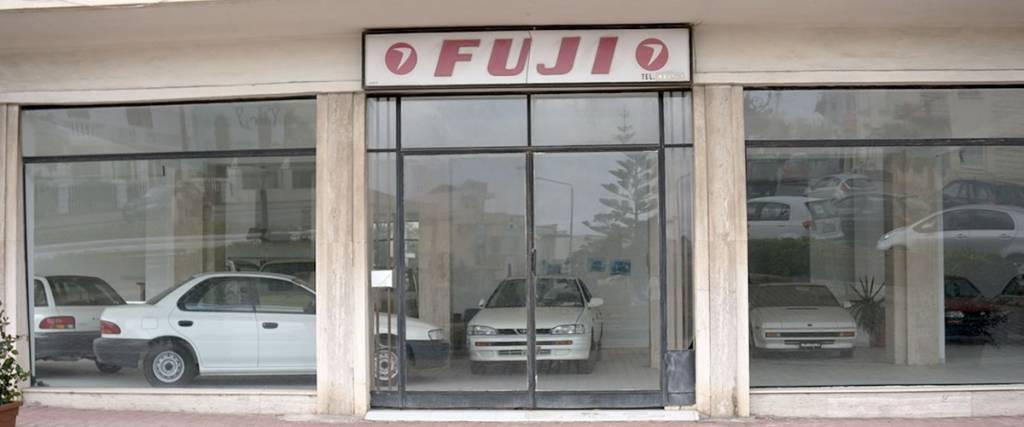 Subarus abandonados em stand desde os anos 90