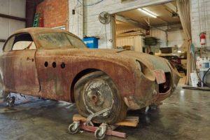 Raro BMW 328 redescoberto depois de 45 anos num celeiro