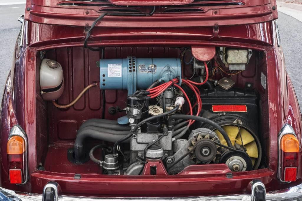 O motor podia ter 633 ou 767 cc, como no Fiat 600 e 600D