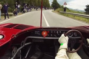 Arturo Merzario corre pela estrada da memória no Alfa Romeo 33TT12