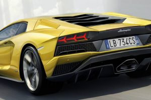 Lamborghini Aventador S e Bentley Bentayga no Salão Motorclássico