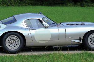 Jaguar E-Type de competição leiloado por 235 mil euros