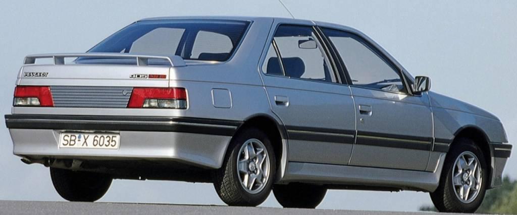 O Peugeot 405 em modo desportivo