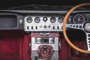 Jaguar Land Rover Classic cria sistemas de infoentretenimento para modelos clássicos