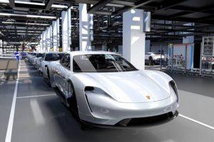 Porsche entra definitivamente na era eléctrica com o novo Taycan