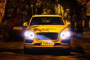 Bentley Bentayga: Sodium-light baby