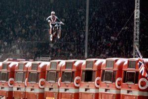 Adrenalina, dor e superação: A Vida de Evel Knievel